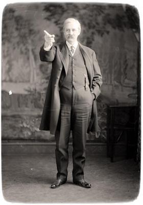 Pointing teacher